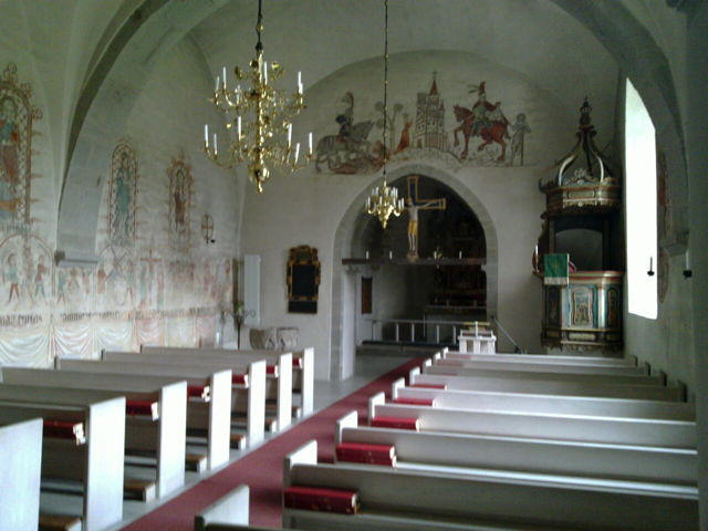 Triumphal Crucifix (at back), Hemse Church, Gotland, Sweden. By Karl Brodowsky (CC BY-SA 3.0), via Wikimedia Commons.