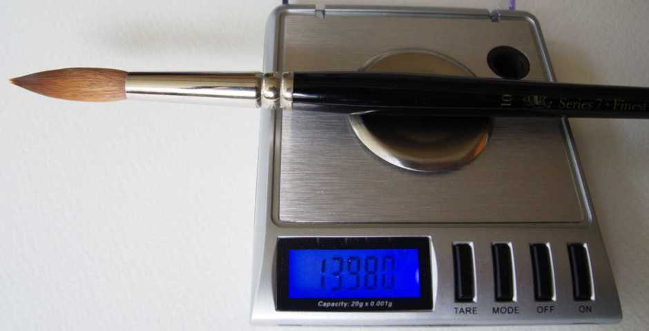 For brushes of size 12 and below, with a charged mass of less than 20 g, scales with a range of 0 to 20 g were used. These resolve to 0.001 g (1 mg).