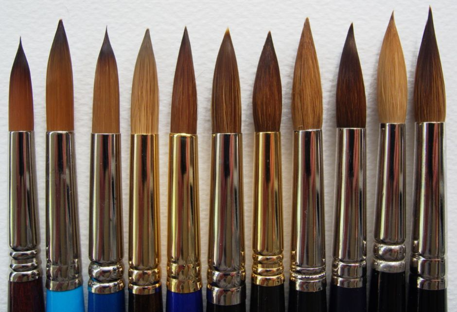 Business ends of the eleven brushes tested, synthetics on the left, sables on the right.