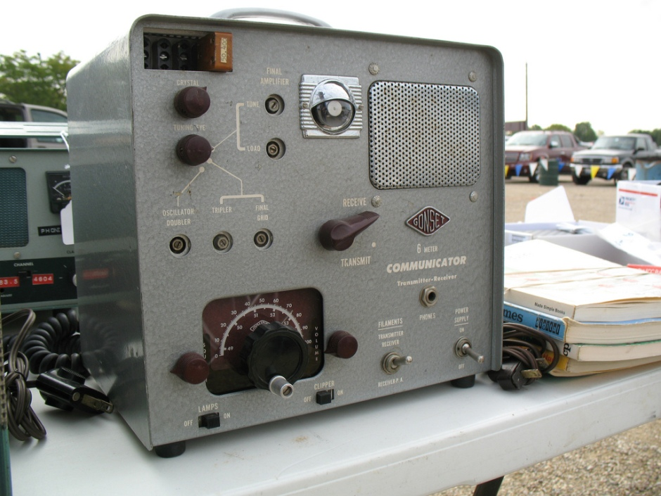 A 1950s valve-based ham radio transceiver, the Gonset Communicator II. By Scott Wilcoxson (Flickr: Gonset Communicator), via Wikimedia Commons.