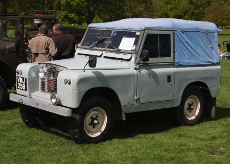 Land Rover Series II, short wheelbase, truck cab or pickup. By Charles01, via Wikimedia Commons.