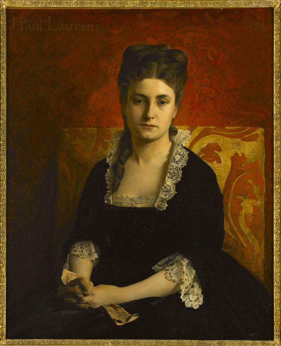 Portrait de femme en robe noire